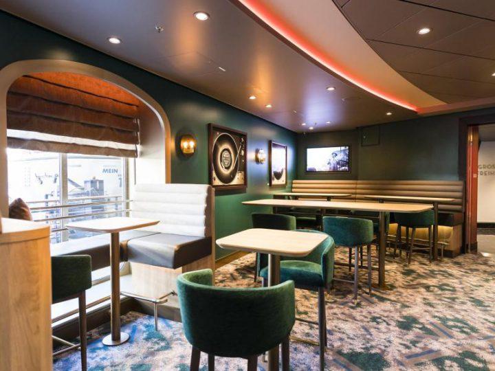 Schau Bar – Mein Schiff 6, Foto: TUI Cruises/dpa-tmn