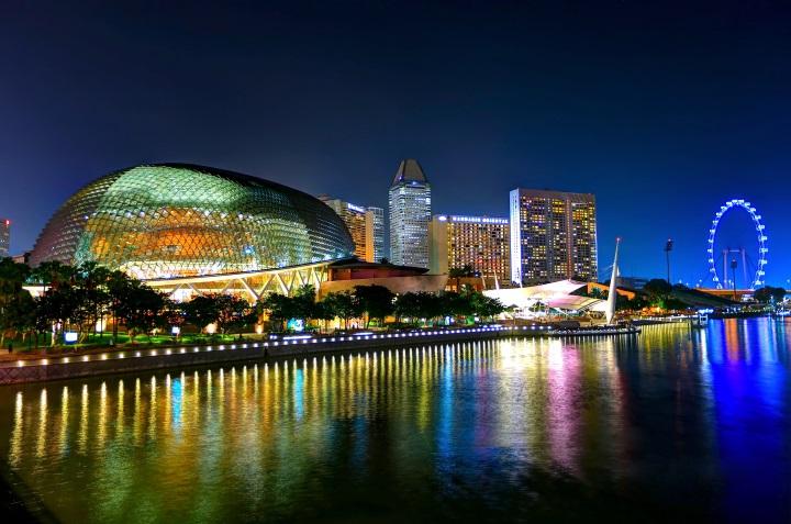 Esplanade mit Marina Bay Gebäuden in Singapur