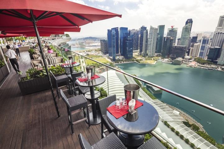 Marina Bay Sands - Ce La Vie - Sicht auf Singapur Skyline
