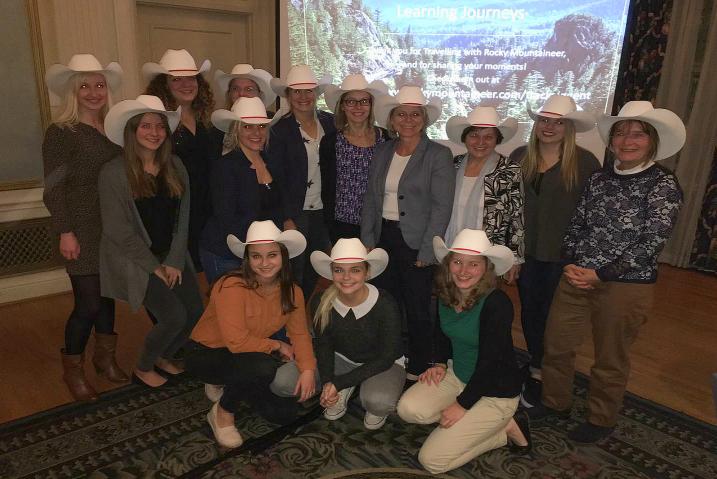 Gruppenbild inklusive Cowboyhüte