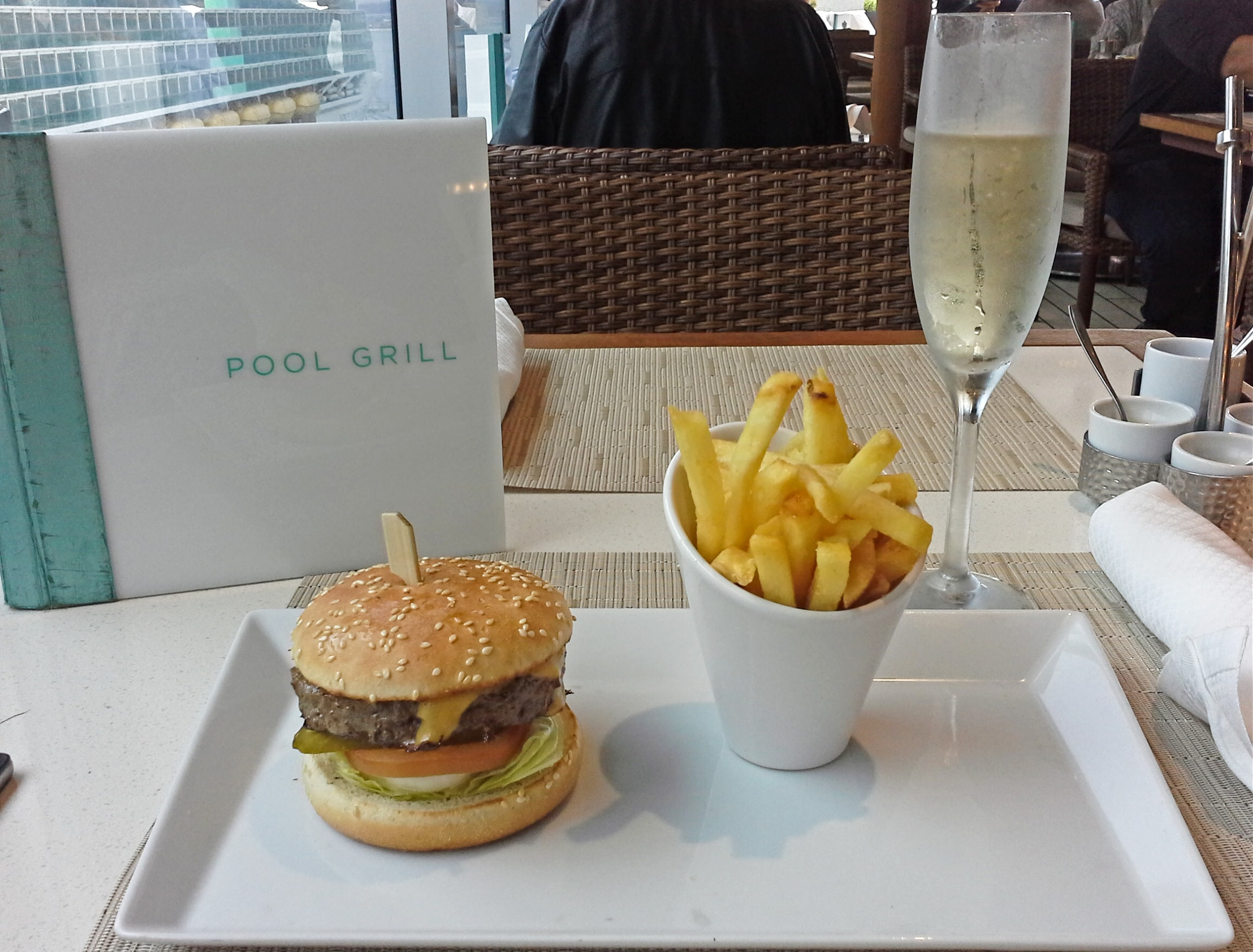 Pool Grill Lunch auf Seven Seas Explorer